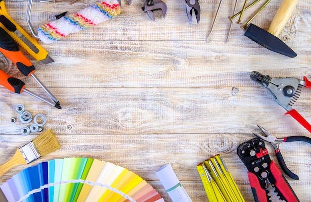 Assortiment d'outils de rénovation domiciliaire. mise au point sélective. couleur.