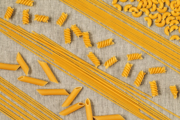 Assortiment de pâtes de formes différentes