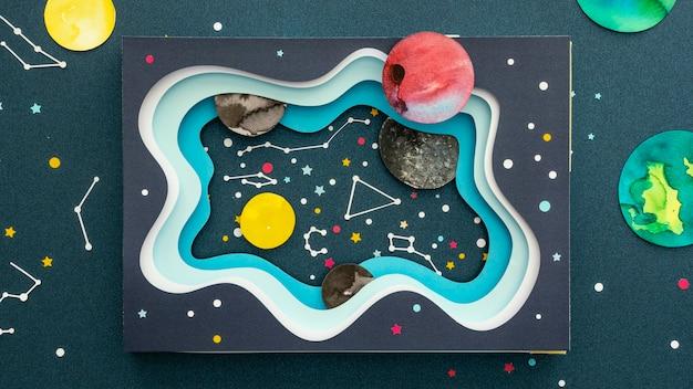 Assortiment de planètes en papier créatif vue de dessus