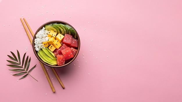 Assortiment plat de délicieux poke bowl