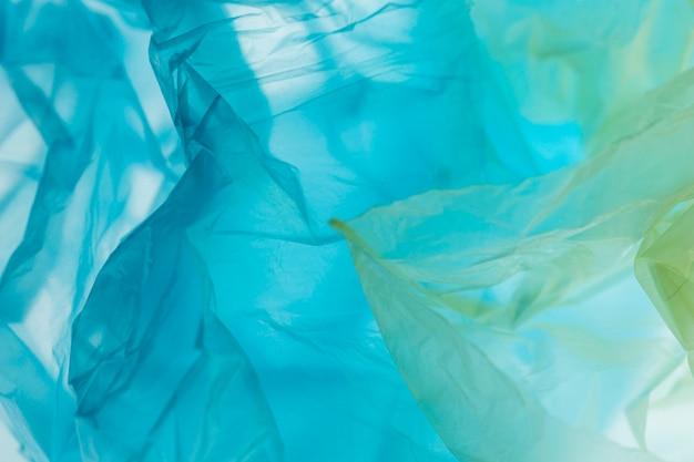 Assortiment à plat de sacs en plastique de différentes couleurs