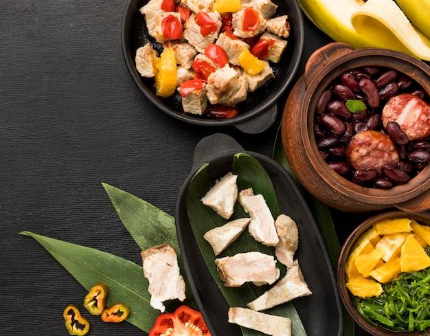 Assortiment de plats brésiliens vue de dessus