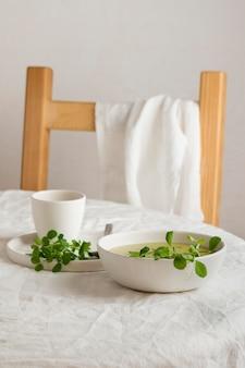 Assortiment d'un repas sain sur la table