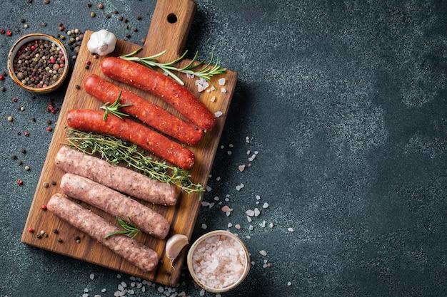 Assortiment de saucisses fraîches au thym, romarin.