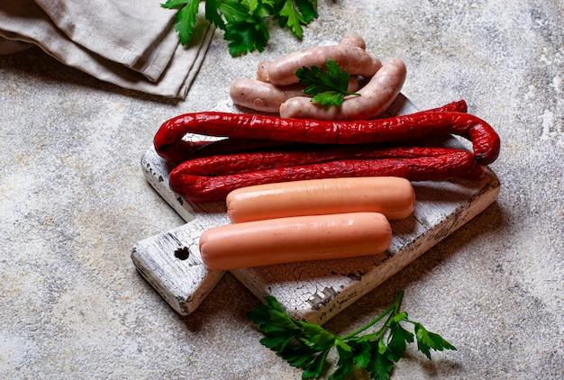 Assortiment de saucisses grillées