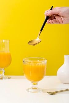 Assortiment de smoothies nutritifs à l'orange