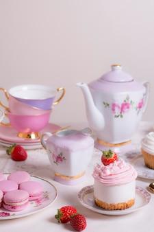 Assortiment sophistiqué d'éléments de tea party