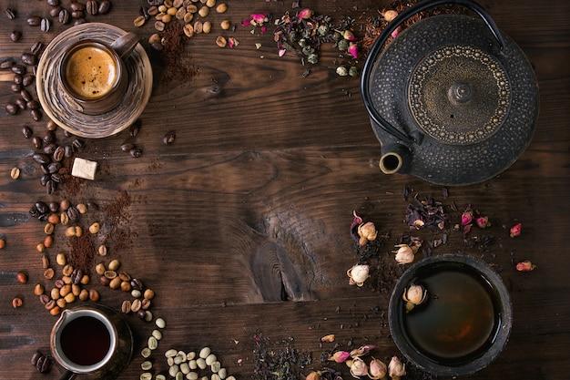 Assortiment de thé et café en arrière-plan