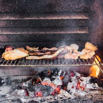 Assortiment de viandes grillées au barbecue