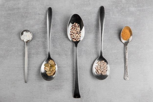 Assortiment de vue de dessus avec différentes graines