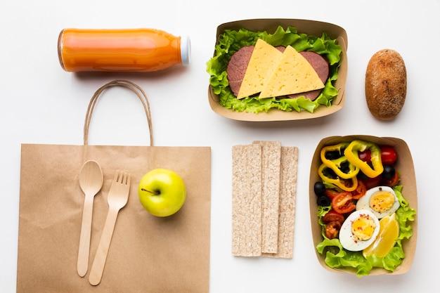 Assortiment de vue de dessus avec différents repas