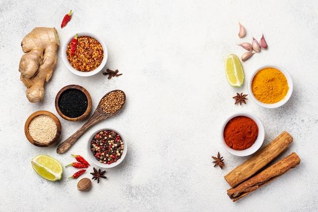 Assortiment vue de dessus d'épices alimentaires asiatiques
