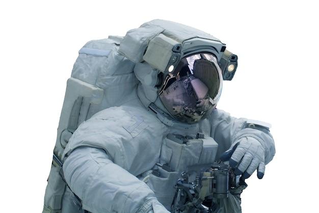 Astronaute dans une combinaison spatiale isolé sur fond blanc. les éléments de cette image ont été fournis par la nasa. photo de haute qualité