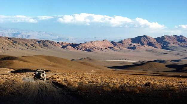 Atacama dessert, sèche camion solitaire andes paysage