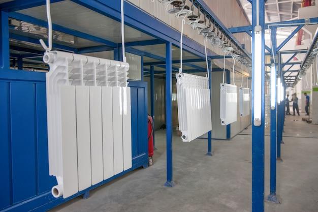 Atelier d'assemblage et de peinture de radiateurs de chauffage domestique ligne de convoyage