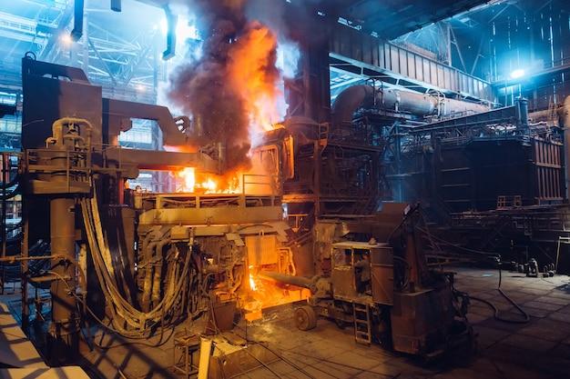 Atelier à foyer ouvert d'une usine métallurgique