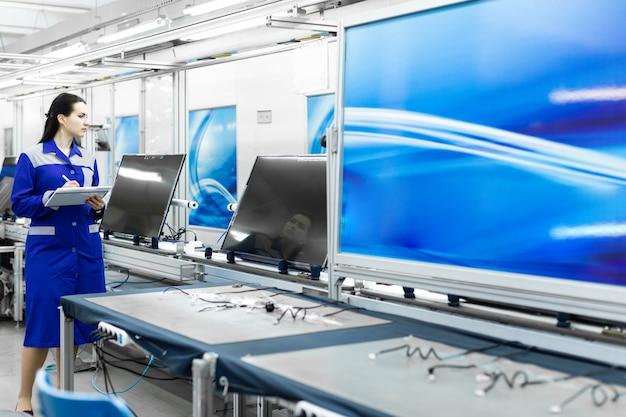 Atelier pour l'assemblage de téléviseurs
