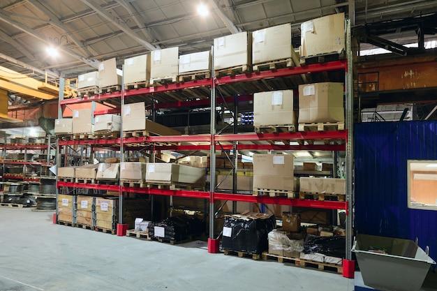 Atelier sur la production de dispositifs amovibles de manutention. entrepôt de produits finis.