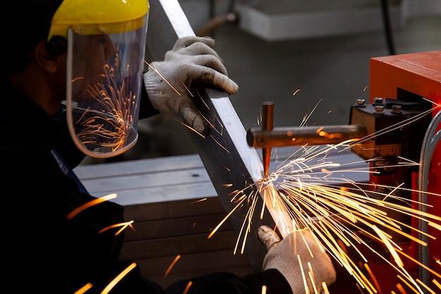 Atelier de tissus industriels, travaux préalables
