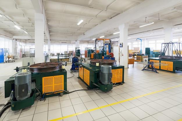 Atelier de tréfilage. machines et équipements pour le tréfilage des fils de cuivre et d'aluminium.