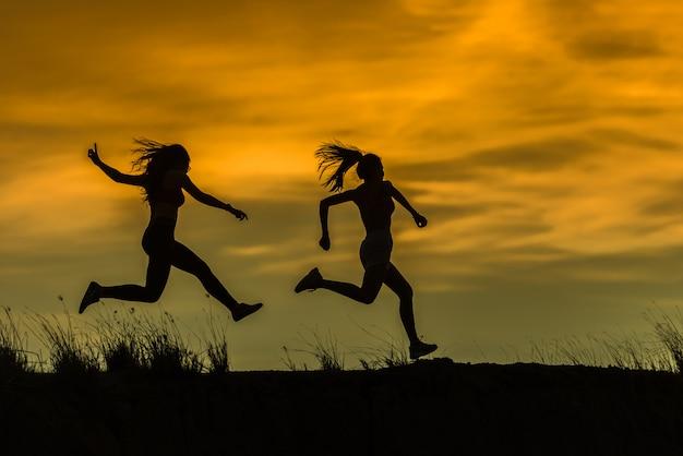Athlète coureur courir sur piste. concept de la bien-être de la femme fitness jogging d'entraînement.