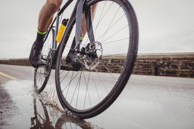 Athlète Sur Son Vélo Photo gratuit