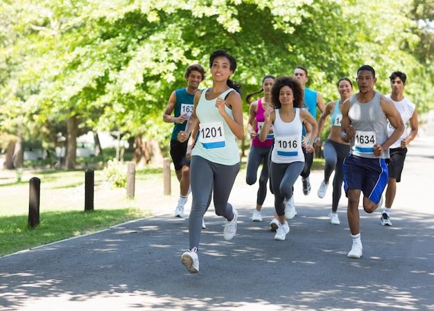 Les athlètes de marathon courir