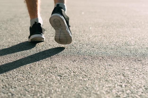 Athlétisme sur piste et sur le terrain.