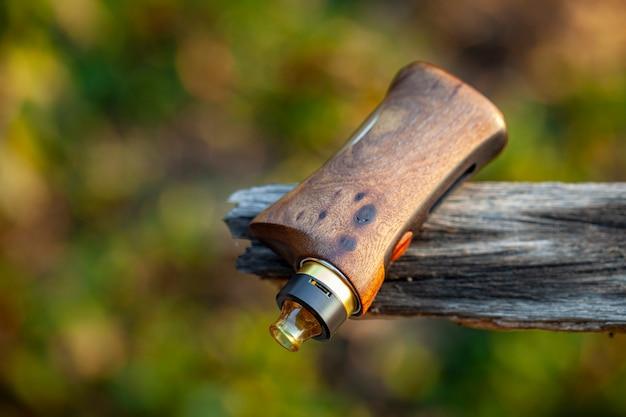 Atomiseur goutte à goutte reconstructible haut de gamme avec mods de boîte réglementés en bois de noyer naturel stabilisé, dispositif de vapotage