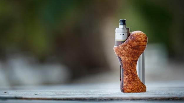 Atomiseur haut de gamme en titane genesis avec mods de boîte réglementés en bois de frêne noir naturel stabilisé, dispositif de vapotage, mise au point sélective