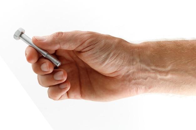 Attache de boulon en métal dans l'isolat de main