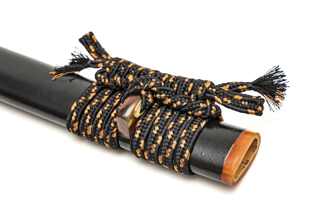 Attache en cuir marron sur l'adaptateur épée japonaise et fourreau noir
