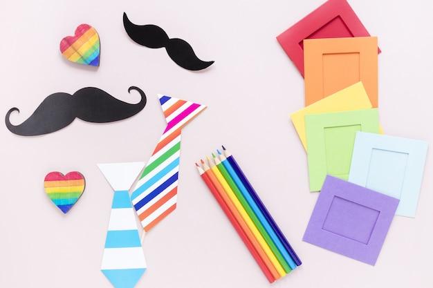 Attachez les moustaches et les crayons