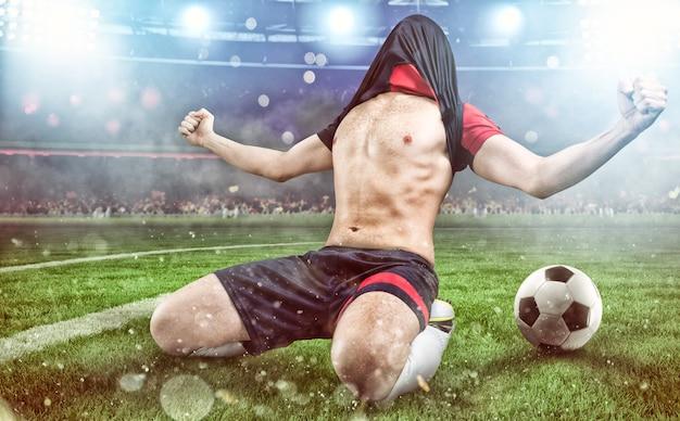 L'attaquant de football se réjouit de la victoire au stade