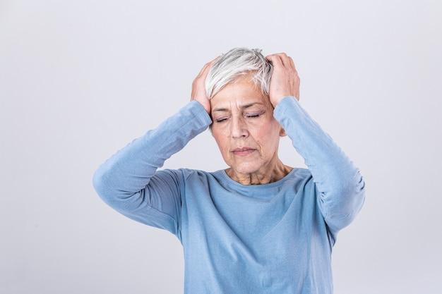 Attaque de la migraine monstre. douleur des sinus.