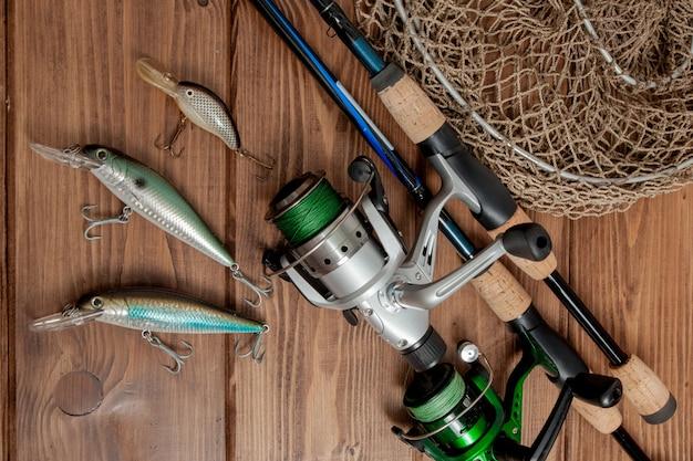 Attirail de pêche - pêche en rotation, hameçons et leurres