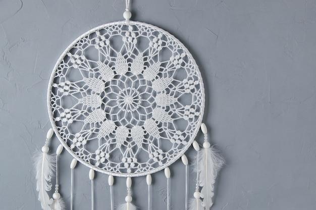 Attrape-rêves en crochet blanc