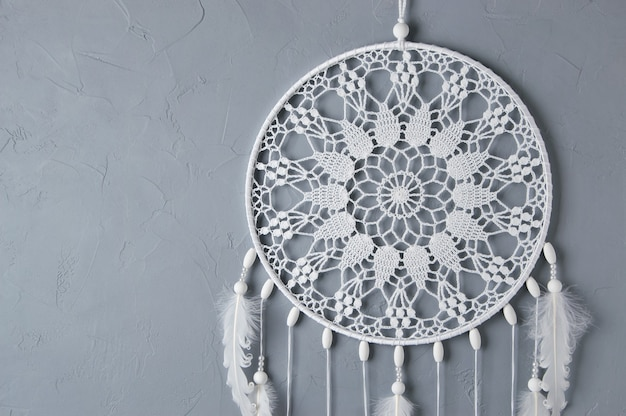 Attrape-rêves de napperon au crochet blanc