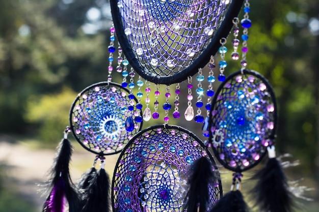 Attrape-rêves violet fait à la main