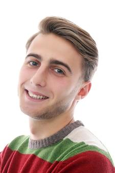 Attrayant gars heureux avec des poils ont un large sourire