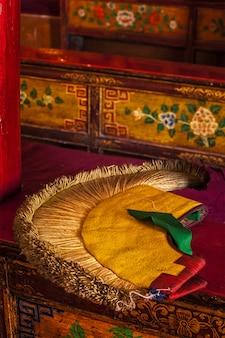 Attribut de chapeau jaune du bouddhisme tibétain