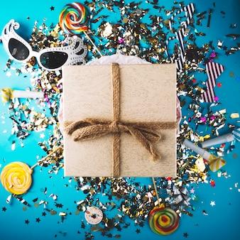 Attributs de boîte-cadeau et de célébration