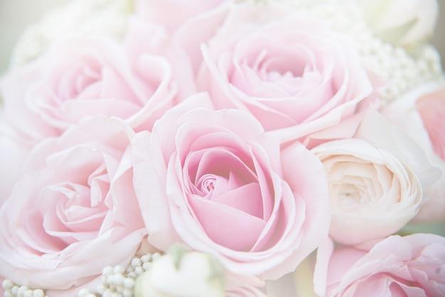Attributs de mariage élégants de la mariée. bouquet de mariée classique