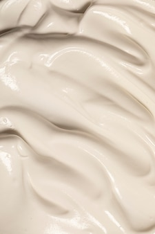 Au-dessus de la crème glacée fondue savoureuse