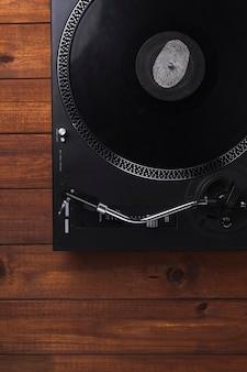 D'au-dessus du tourne-disque moderne