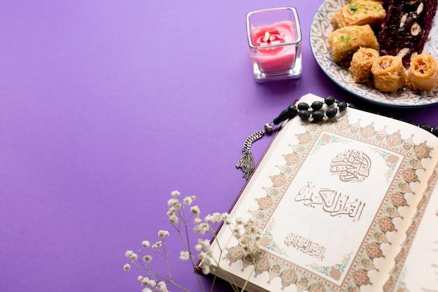 Au-dessus vue table islamique traditionnelle