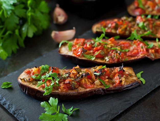 Aubergine au four avec tomates, ail et paprika