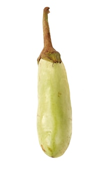 Aubergine verte isolé sur fond blanc