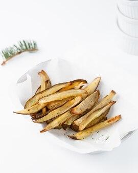 Aubergines frites coupées en lanières