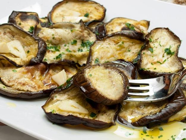 Aubergines grillées à l'huile d'olive et au persil